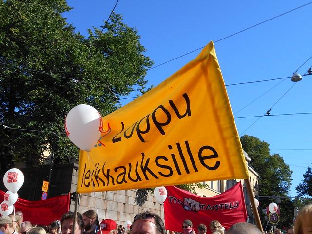 Mielenosoitus Helsingissä hallituksen leikkauspolitiikkaa vastaan 22.8.2015 - 15