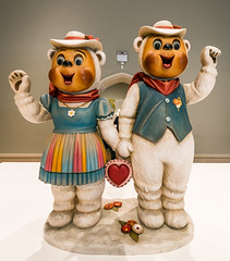 Jeff Koons Winter Bears 1988