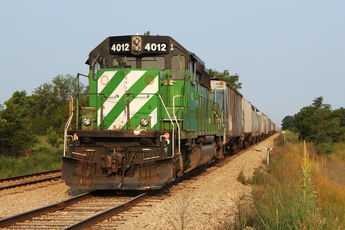 WSOR 4012 sits attached to a cut of grain hoppers in Muscoda