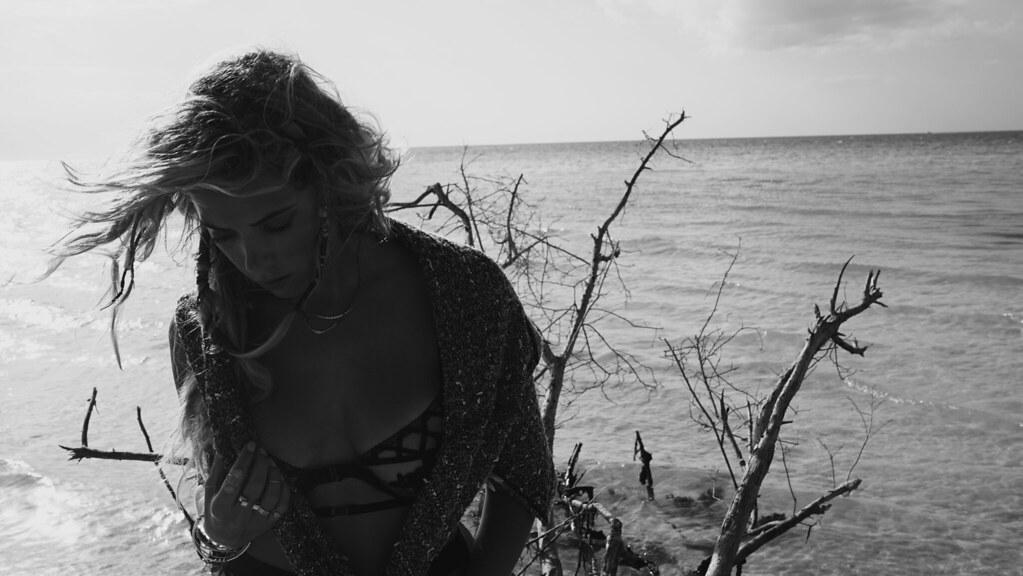 Эшли Бенсон — Фотосессия для «Find Your California» 2015 – 95