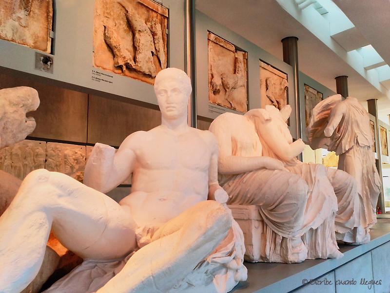 Esculturas dentro del Museo de la Acrópolis