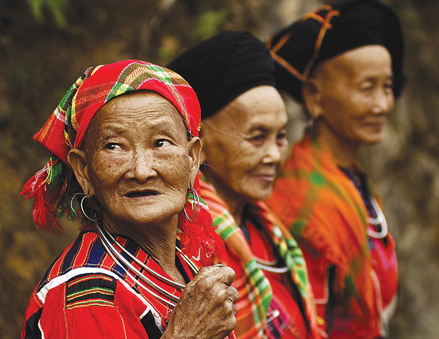 vietnam_ha_giang_red-clothes_0