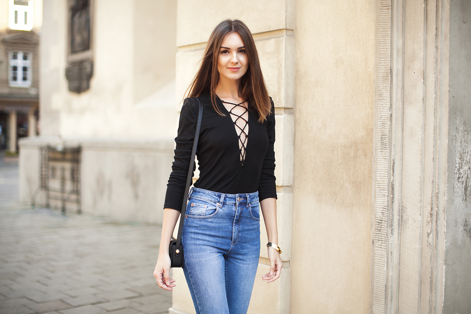 how-to-wear-a-lace-up-top-outfit-ideas