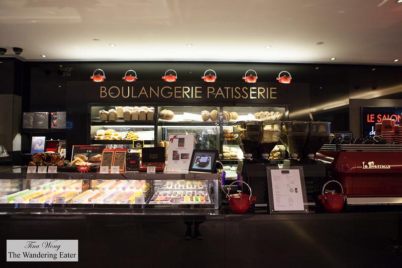 Le salon de th de jo l robuchon urban works bakery at - Salon de joel robuchon ...