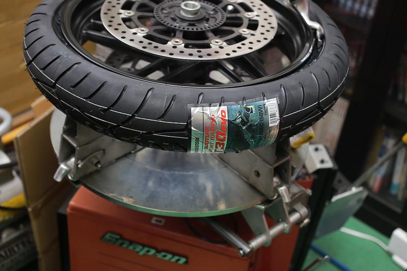 Ducati Monster 821 タイヤ交換