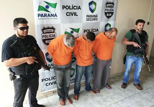 presos delegacia policia civil