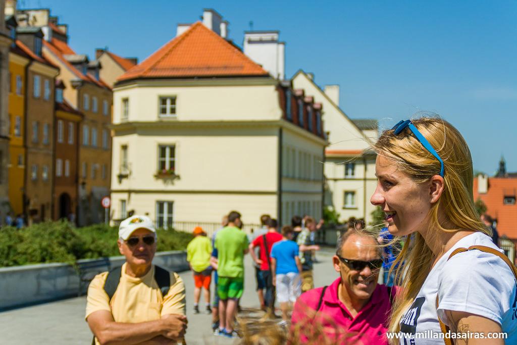 Nuestra guía contandonos más anecdotas de Varsovia