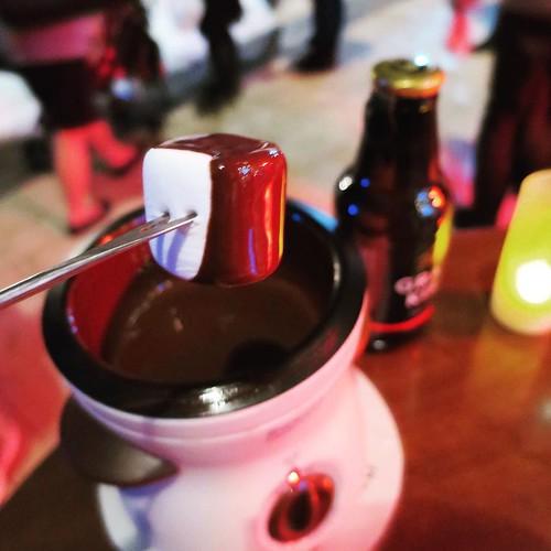 チョコフォンデュとビール。