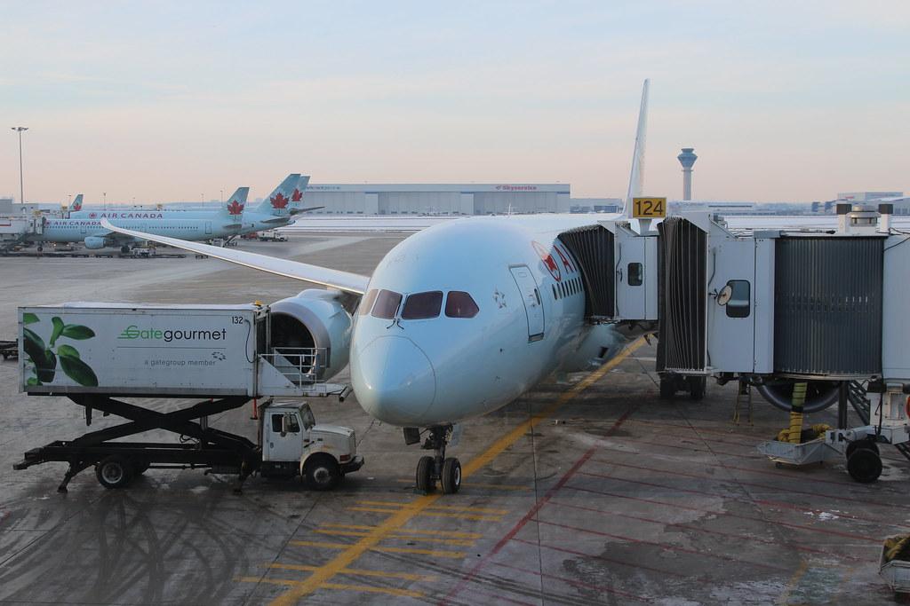 Air Canada Boeing 787-8 Dreamliner C-GHPX