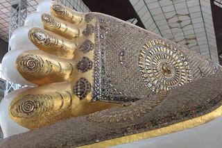 20150203_2427-Shwethalyaung-pagoda-reclining-Buddha-foot_resize