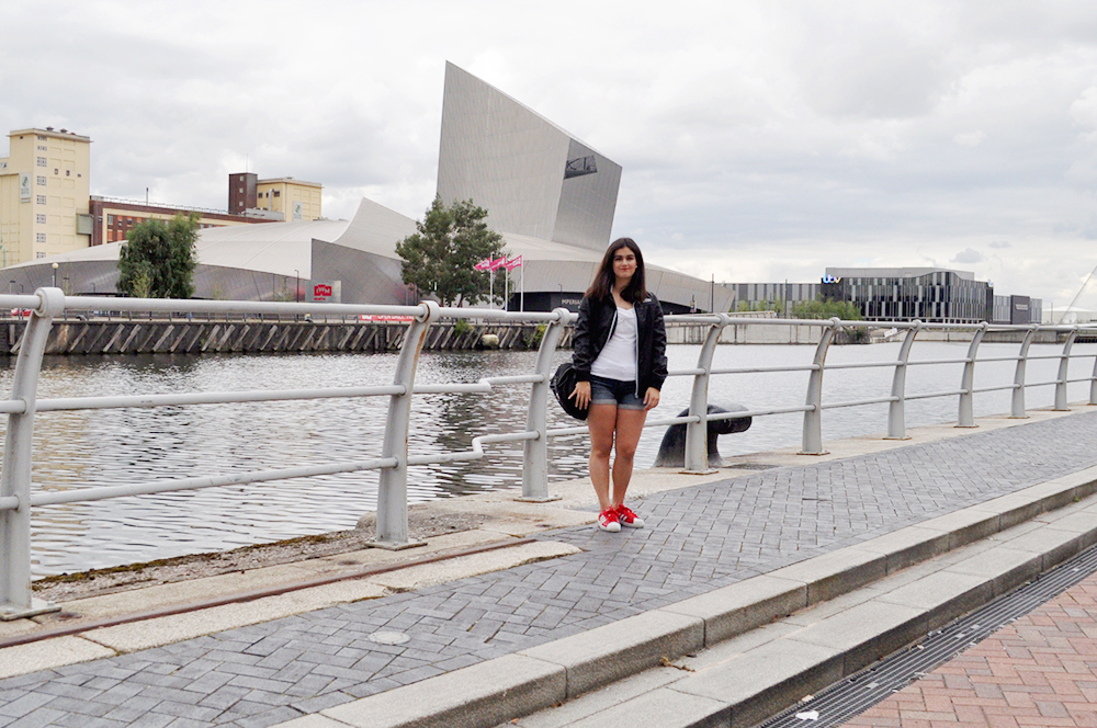 valencia fashion blogger somethingfashion manchester UK style places to visit in England, salford quays how to get to mediacity UK the lowry outlet, how to get to manchester center easy traveling guide, what to wear for tourism sightseeing in england blogger style