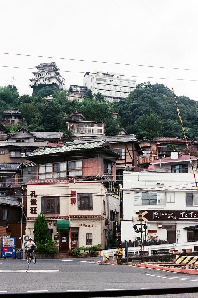 尾道城 尾道 おのみち Onomichi, Hiroshima 2015/08/30 上面是尾道城,不過我沒有上去,只在下面的這拍照。  Nikon FM2 / 50mm FUJI X-TRA ISO400 Photo by Toomore