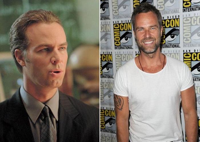 J.R. Bourne เป็น Ben Moss ทนายของ Cyrus