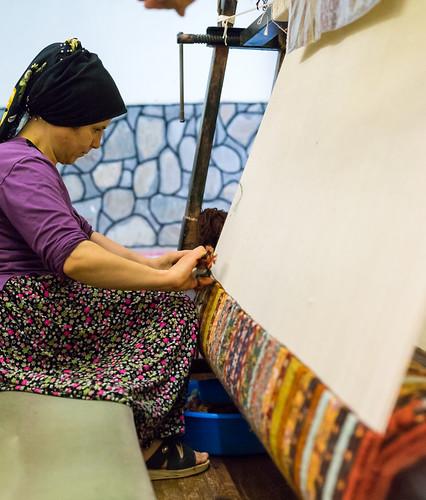 türkei land frau teppich denizli arbeiten knüpfen teppichknüpferei