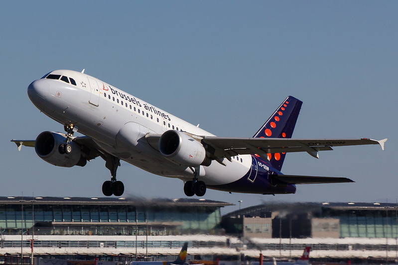 Brussels Airlines - A319 - OO-SSW (1)