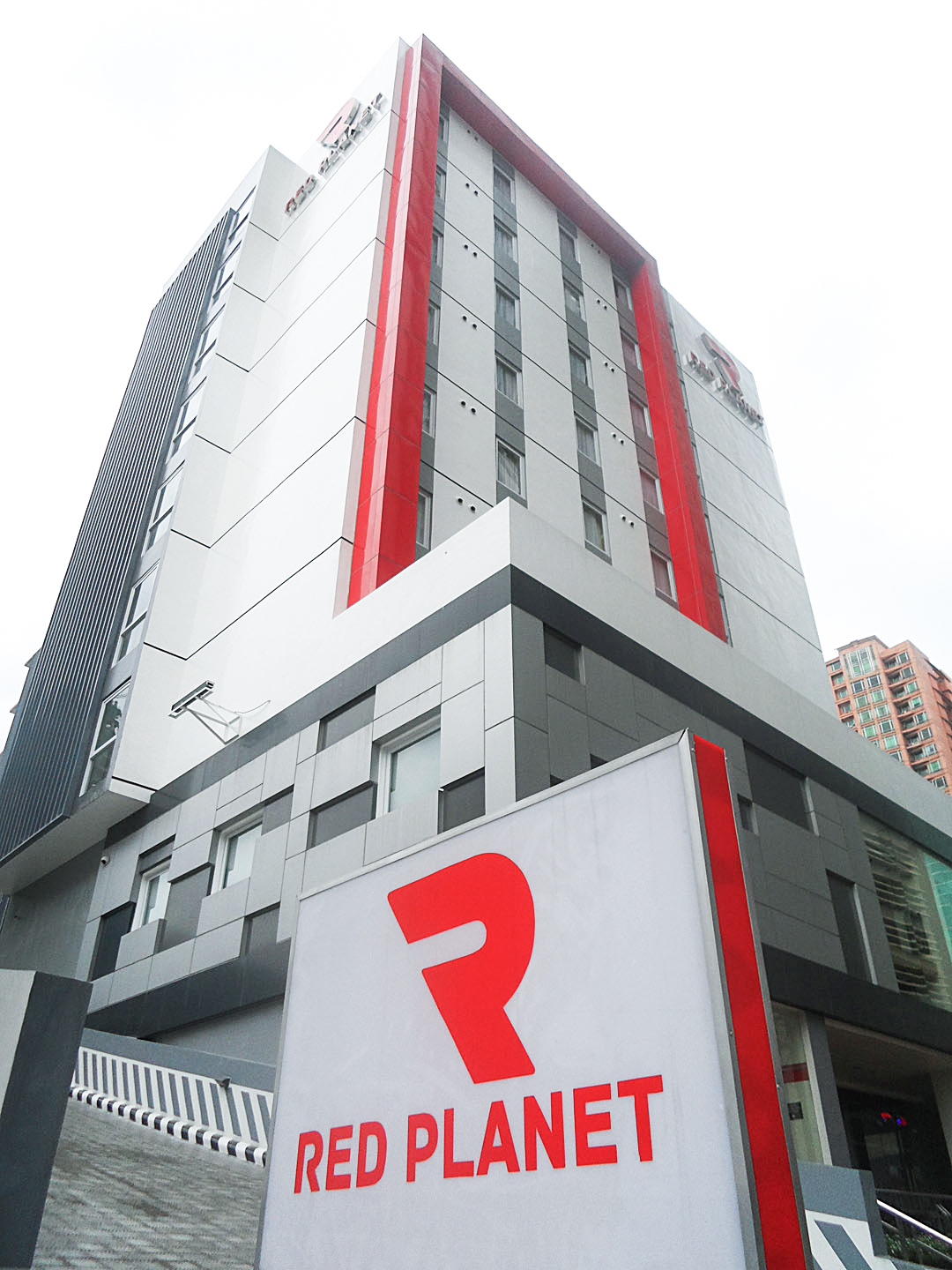 Red Planet Hotels Amorsolo Makati City 22