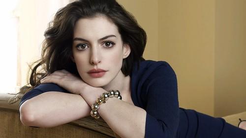 09-Anne Hathaway