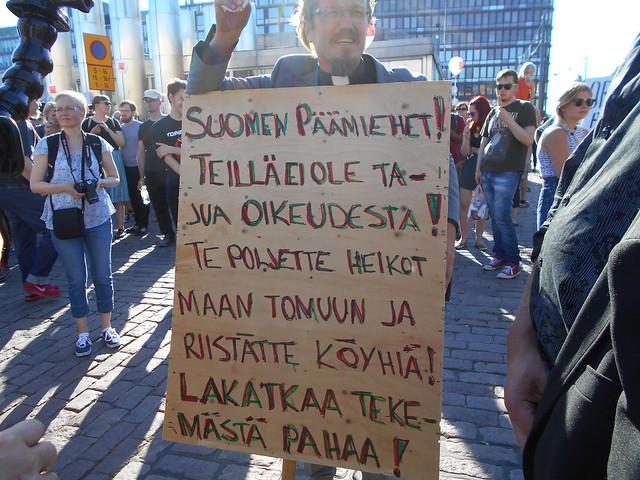 Mielenosoitus Helsingissä hallituksen leikkauspolitiikkaa vastaan 22.8.2015 - 19