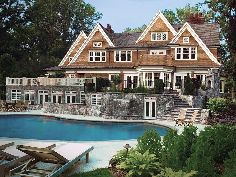 Дорогой дом с бассейном в штате Нью-Йорк
