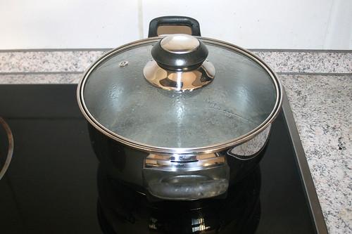 11 - Wasser für Knödel aufsetzen / Bring water for dumplings to a boil