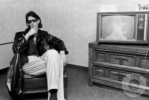 Rick Ocasek crossed legs