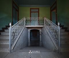 UE: Stairway Villa