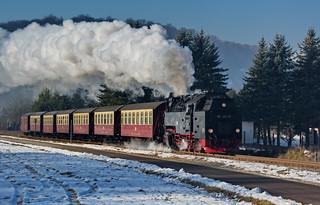 die Harzquerbahn hatte auch seinen Reiz ;-) oh da kommt sie, ist doch eine Schönheit!