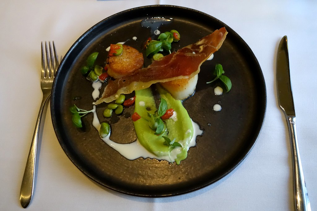 Dived King Scallops, minted pea puree, broad beans, prosciutto & lemon emulsion, Kona, St James Court, Taj Hotel, London