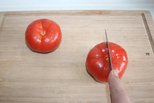 25 - Tomaten kreuzförmig einritzen / Cut in tomatoes crosslike