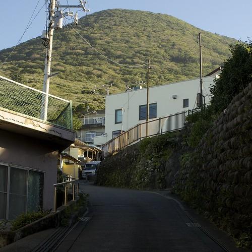 宮塚山へのびる坂道