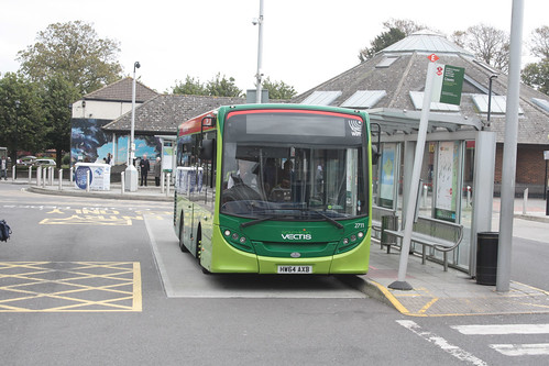 Go South Coast (Southern Vectis) 2711 HW64AXB