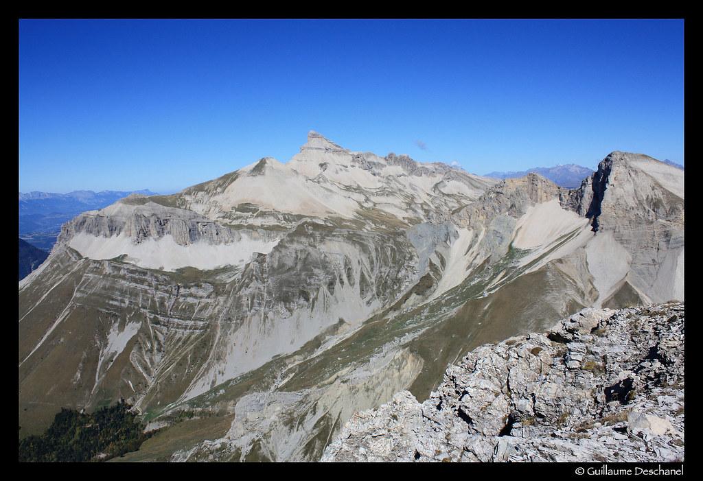 Vue vers le Grand Ferrand depuis les Aiguilles de la Rama
