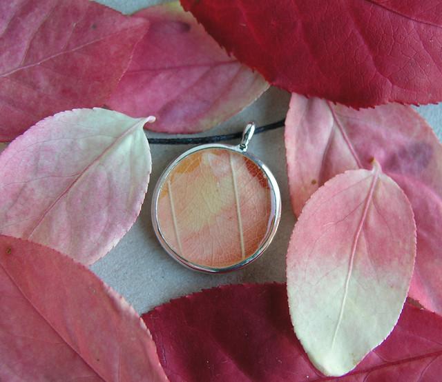robayre pendant peach leaf5