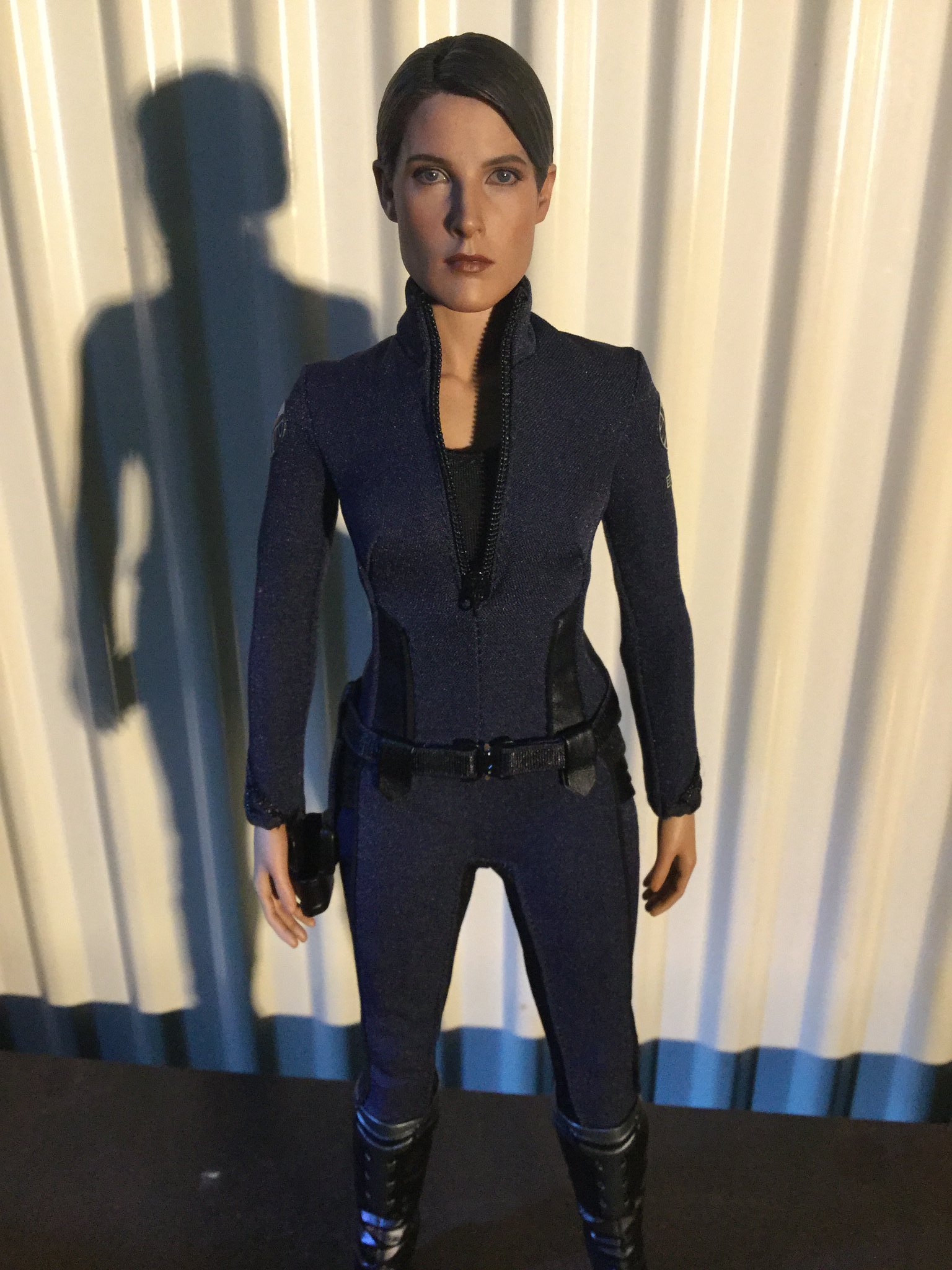 [REVIEW] MMS 305 - Avengers Age of Ultron : Maria Hill (Hot Toys - 2015 Toy Fair Exclusive) 22565586000_b90818f41b_k