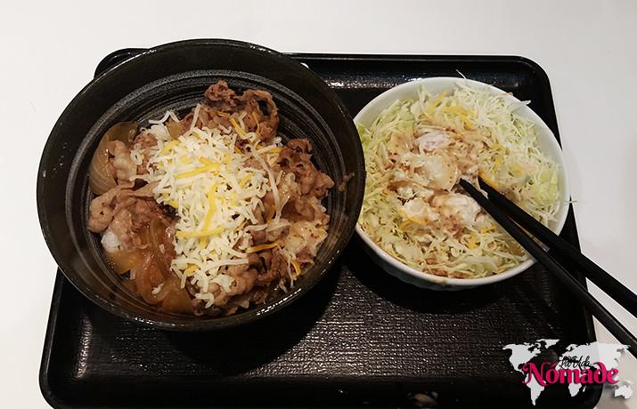 Ahorrar en un viaje a Japón, comer en Yoshinoya Tokio