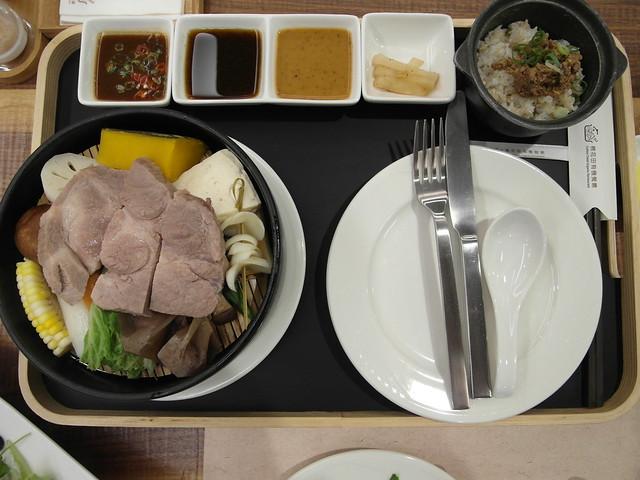 鮮原味蒸煮鍋:盤克夏黑豬肉@棉花田有機餐廳