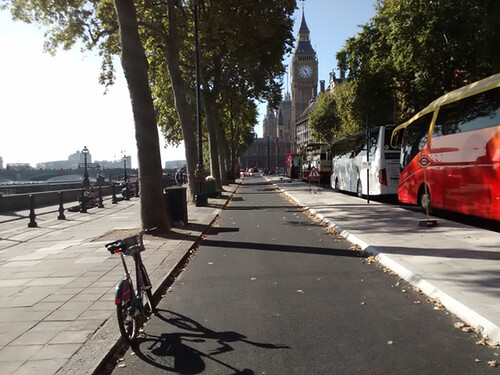 New east-west cycle track in London