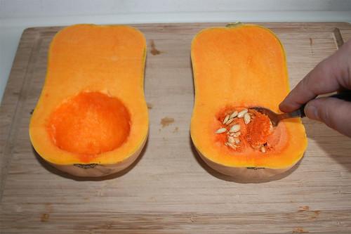 13 - Kürbiskerne entfernen / Remove pumpkin seeds