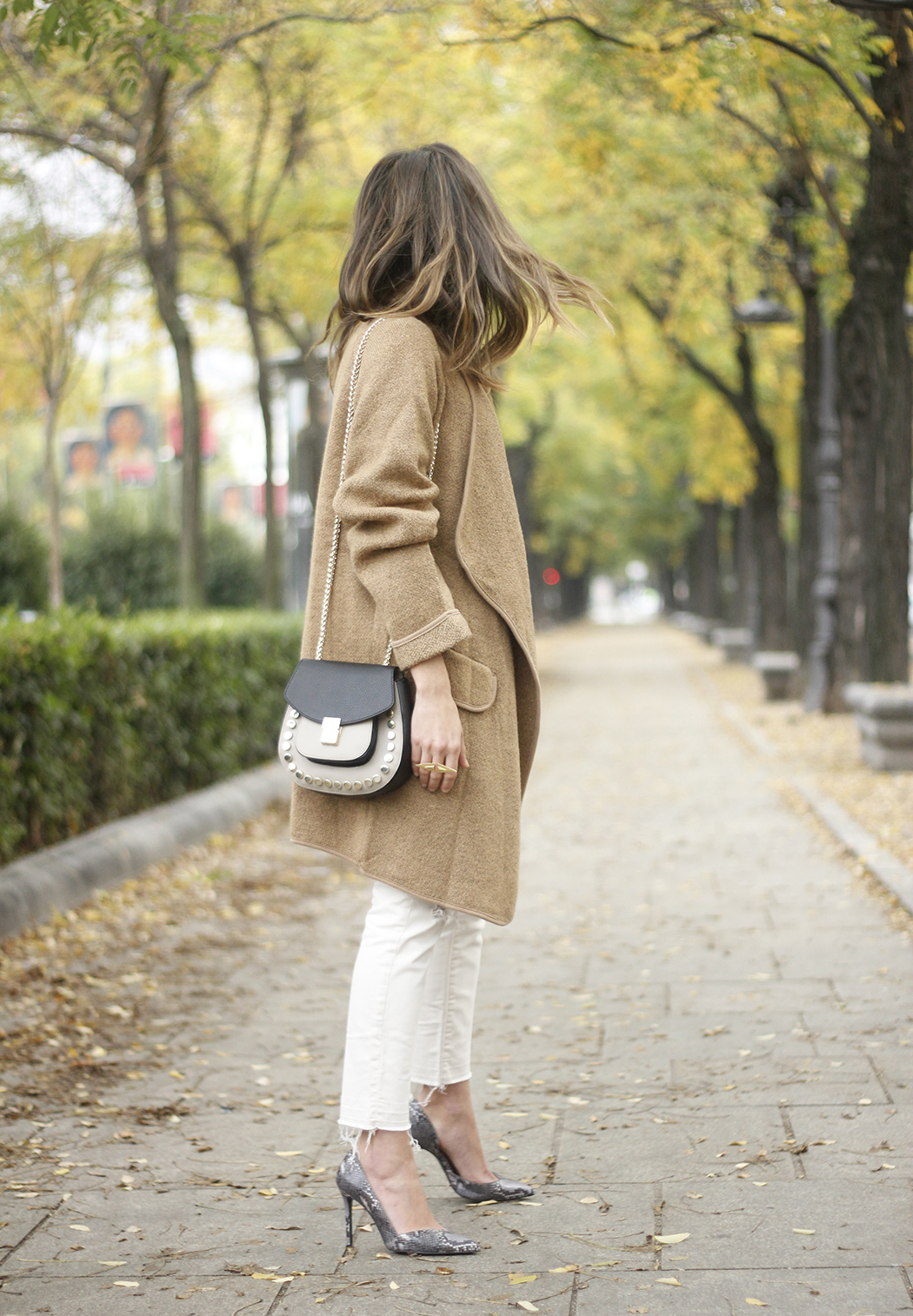 Camel Coat sheinside white outfit heels uterqüe purse outfit01