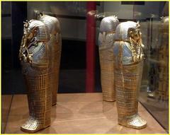 Réplica de tesoros hallados en la tumba de Neb-jeperu-Ra Tut-anj-Amón