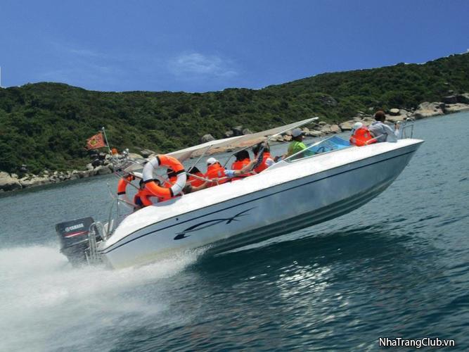 Thuê tàu cano du lịch Nha Trang