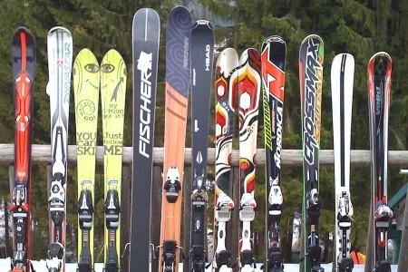 Půjčit si lyže už není ostuda
