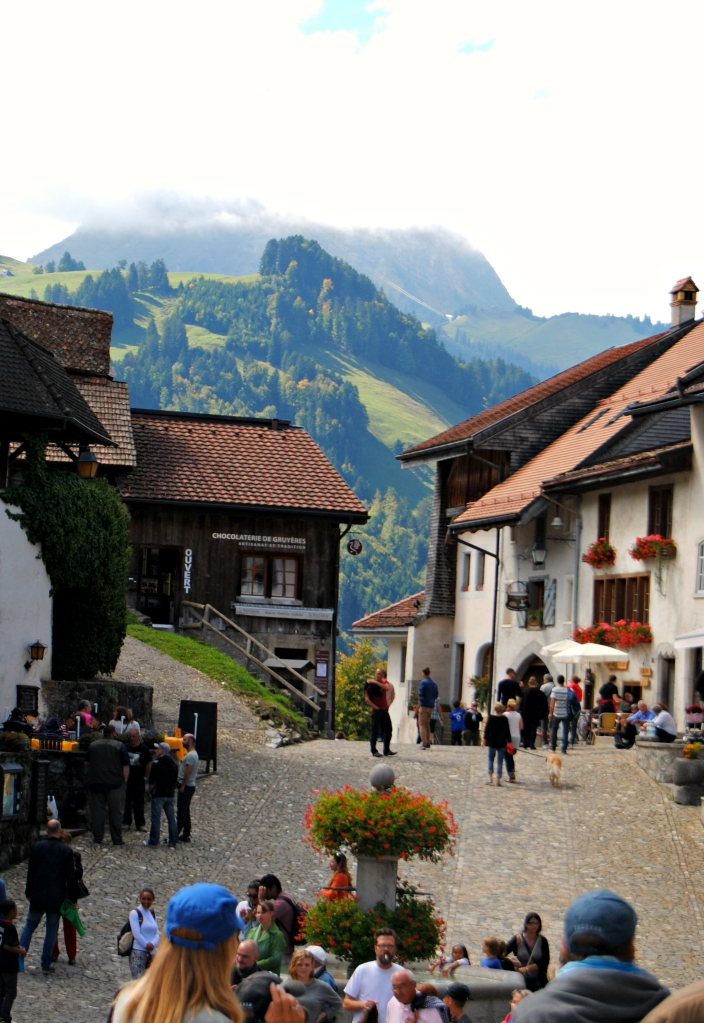 Gruyere Villa_ Switzerland (04)