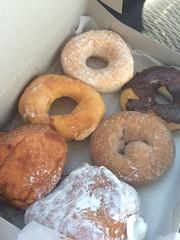 doughnut, baking, ciambella, baked goods, food, dessert, cuisine, snack food, bagel,