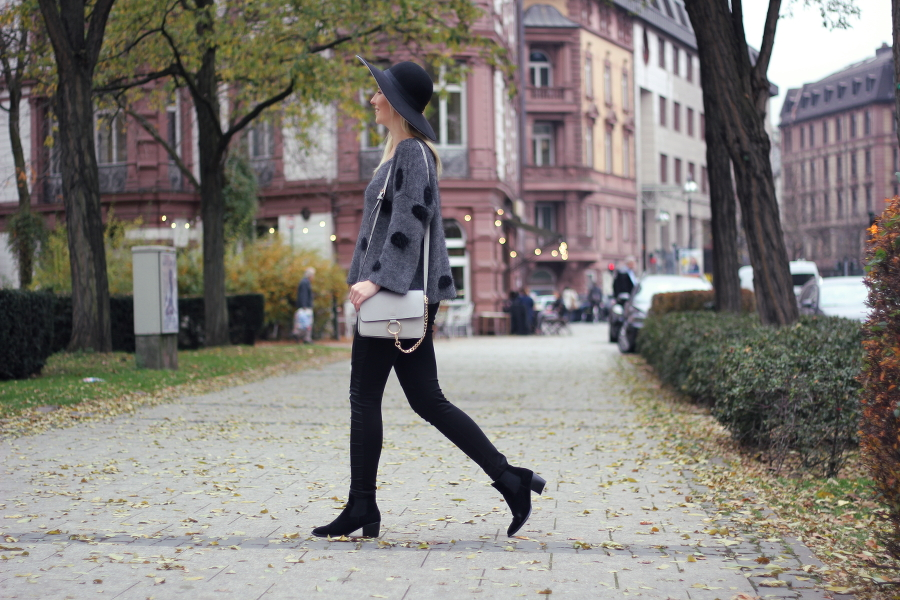 outfit black fashion walk street blogger frankfurt hat chloe asos