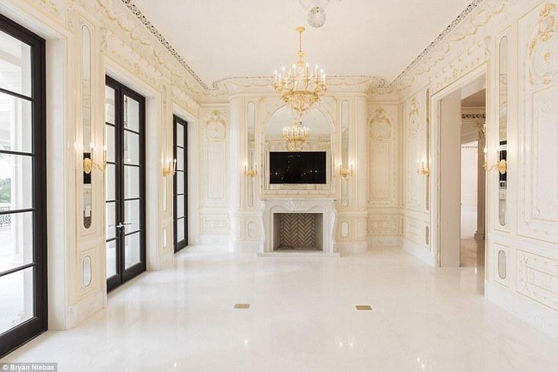 Интерьер дома с золотом
