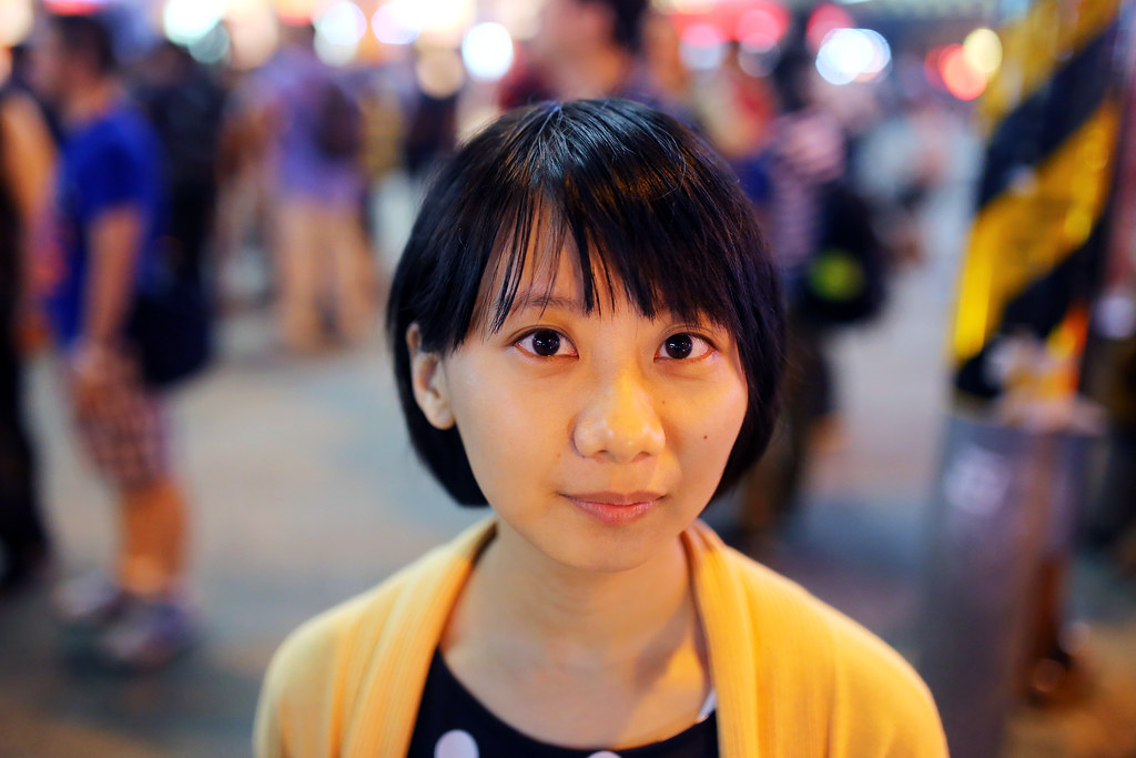 西門町 台北 Taipei 2015/11/13 妹妹的眼睛很大,有一天下午我在廣播聽到簡嫚書的訪問,突然想到了妹妹,就找尋 mail 寄信給她。有好一段時間沒有聯絡了,也不知道 mail 還是否正確,還好有收到回信。  和妹妹吃晚餐說明一下我想要拍攝的想法,還好很賞臉的讓我簡單快速的盡情的拍攝。  想一想,我也很久沒有拍人像了。  Canon 6D Sigma 35mm F1.4 DG HSM Art IMG_8576 Photo by Toomore