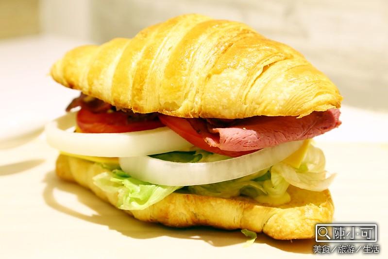 【台北咖啡館】新開幕且不限時間消費的咖啡館「喝什麼。KaPi」。今天要喝什麼?捷運民權西路站附近咖啡館,有提供甜點、輕食&三明治