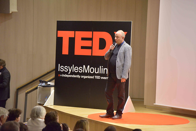 2016-11-23 - TEDxIssy-01 - Speakers (16h05m41) - Gilles DELEBARRE