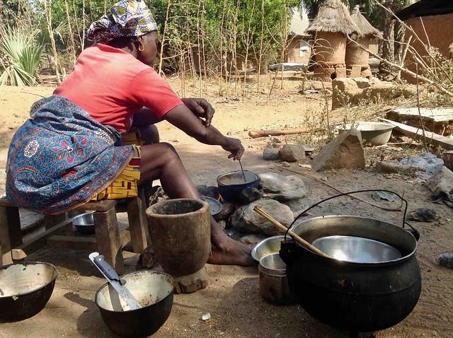 Eggon woman cooking lunch, Apple iPad mini, iPad mini back camera 3.3mm f/2.4